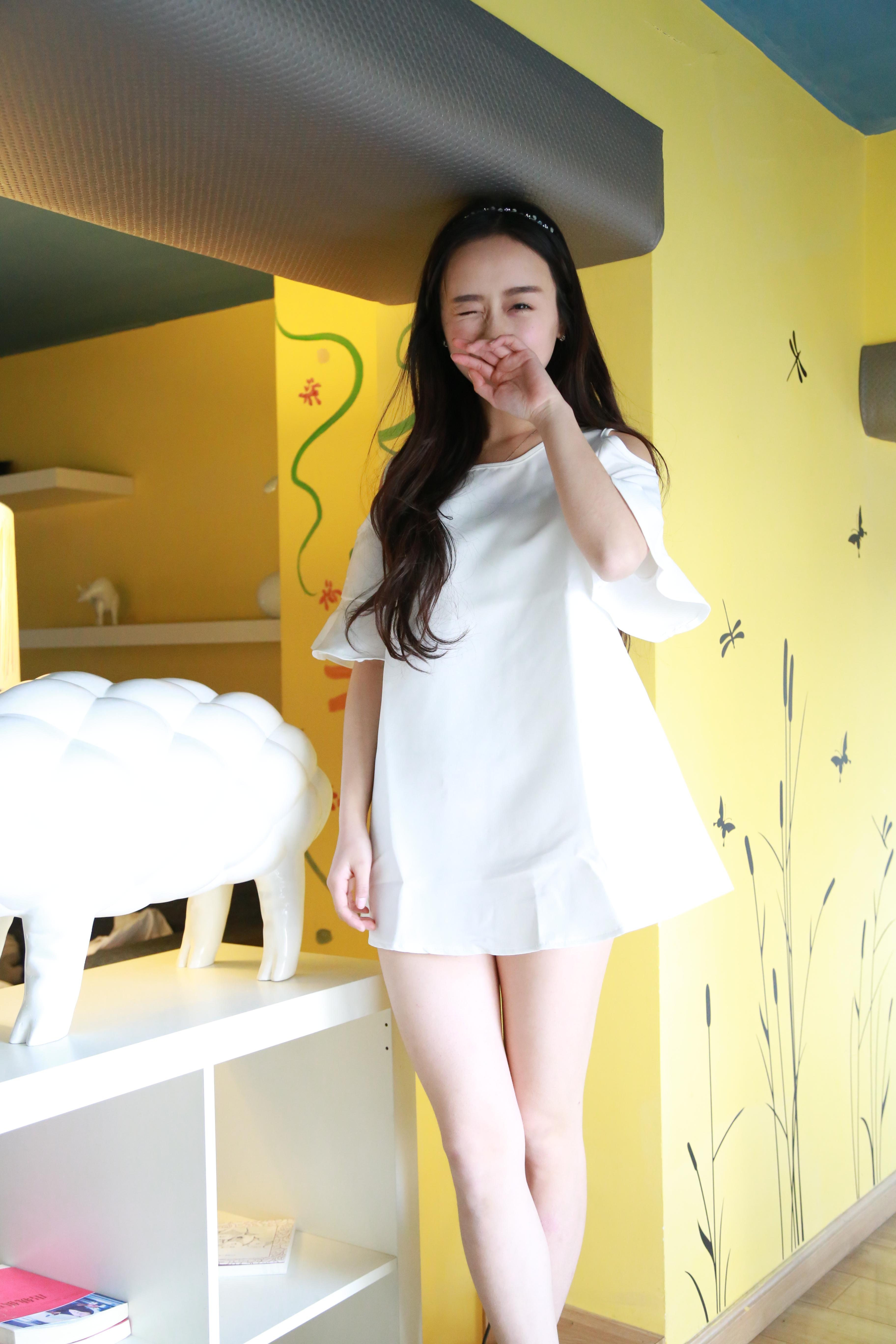 纯白花边露肩连衣裙 可单穿也可搭配腿袜