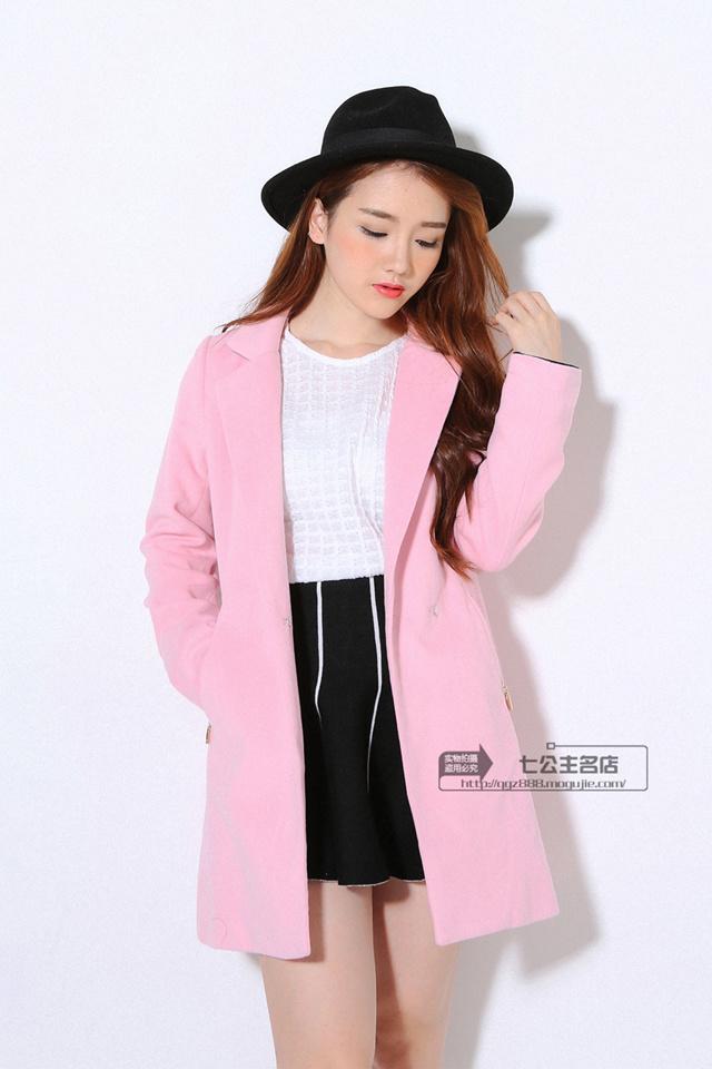 粉紫红色呢子大衣搭配